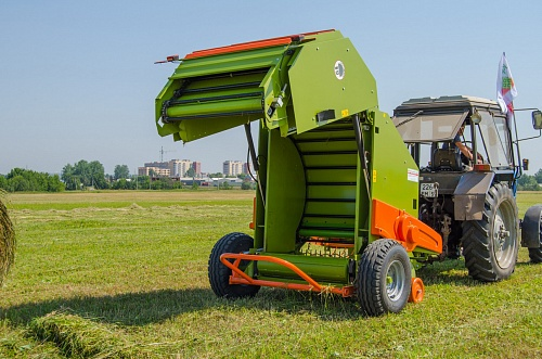 Rotobaler R12/155 Super with bale mesh tier, automatic lubrication of chains and bearings